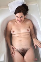Francesca Wet Bush Masturbation